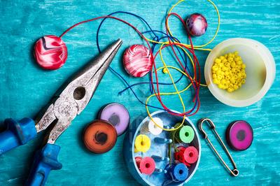 Товары для рукоделия и творчества: фурнитура для заколок, бисер, пайетки, стразы, фелтинг со скидкой до 30%