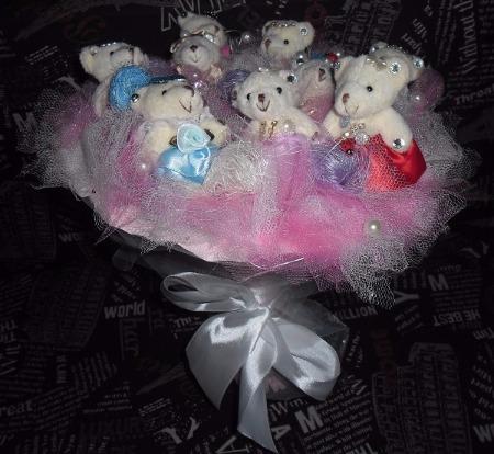 Букеты из мягких игрушек, корзинки с конфетами, торты и фигуры из подгузников от 15,90 руб.