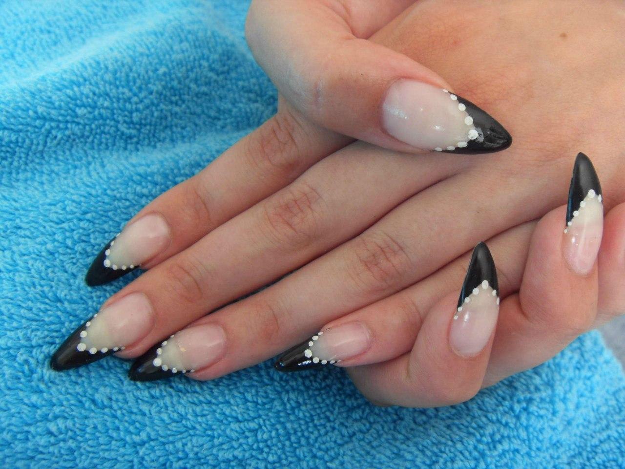 Острые нарощенные ногти черный френч