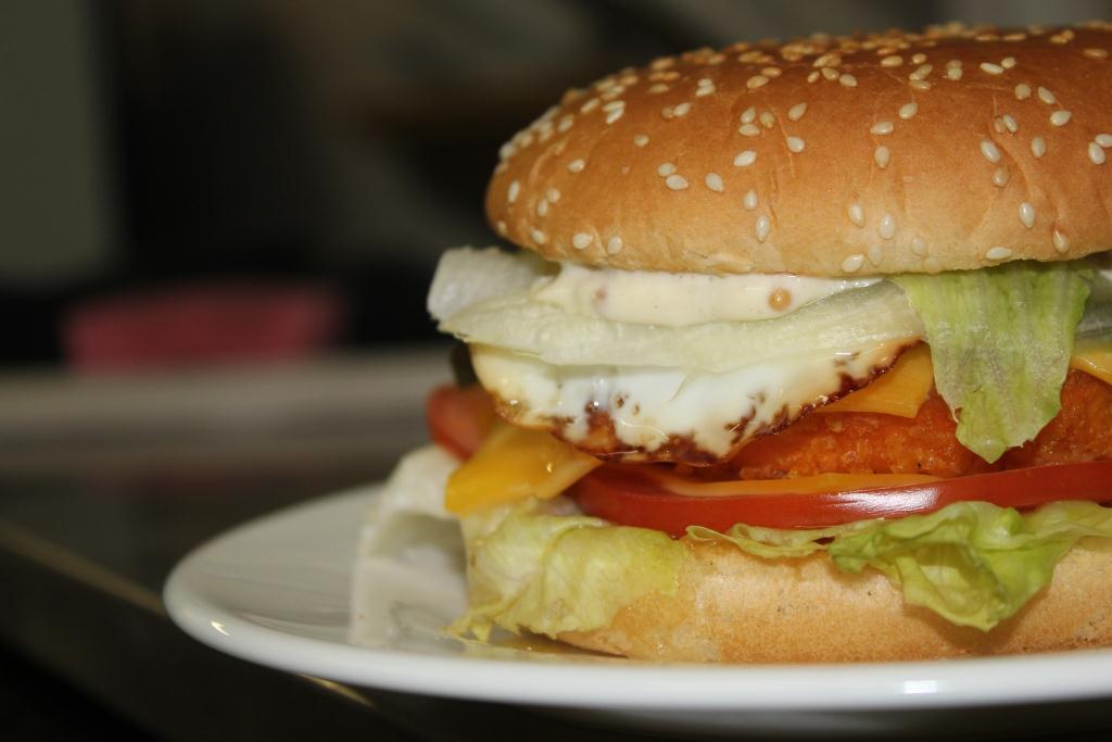 """Бургер, картофель фри, наггетсы, крылья, луковые кольца от 8,90 руб. в гастропабе """"Добра Пiвнiца"""""""
