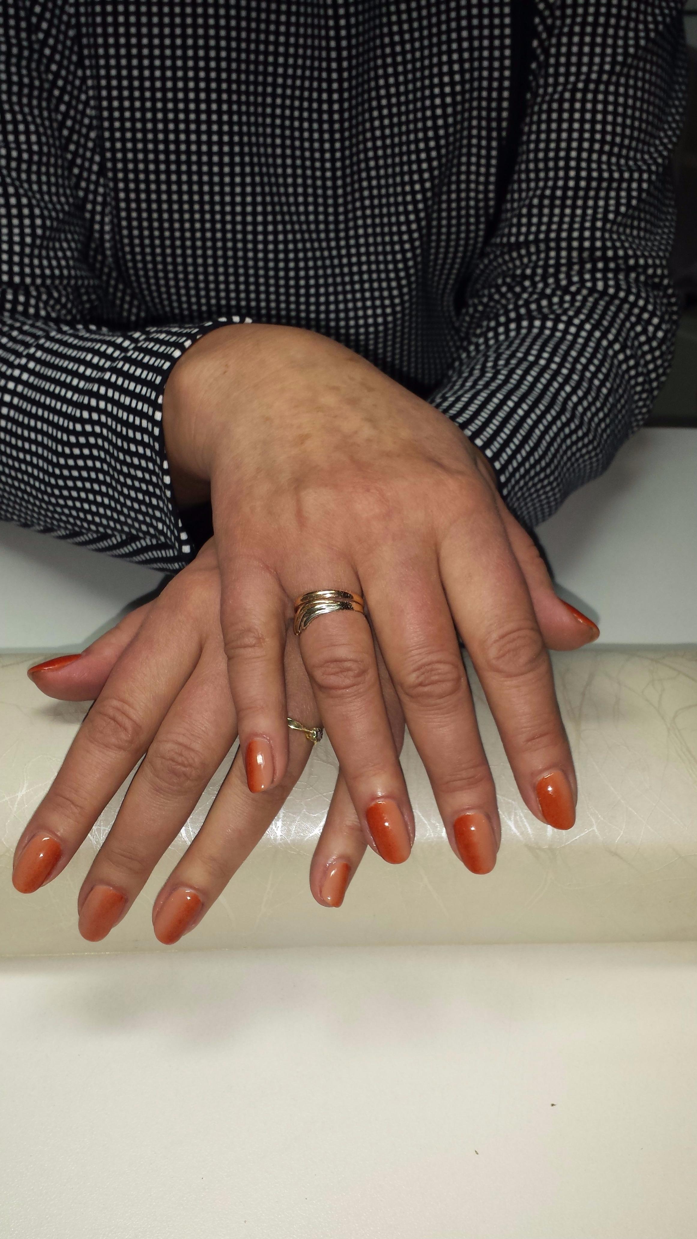 Маникюр + покрытие, парафинотерапия, наращивание ногтей, снятие гель-лака от 5 руб.