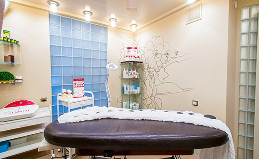Молекулярное восстановление и глянцевание волос утюжком за 21 руб.