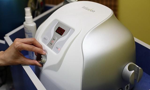 Профессиональная аппаратная алмазная дермабразия и электромезотерапия от 31 руб.