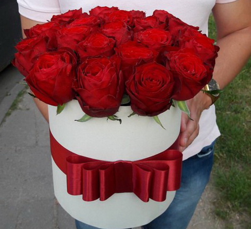 Букеты из роз, корзины и дизайнерские коробки с розами всего от 0,70 руб./шт.