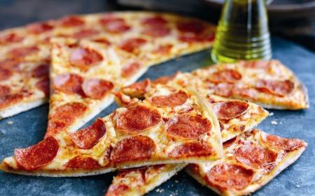 """Пицца, салат, горячие блюда и десерты в кафе """"Время есть"""" всего от 4,50 руб."""