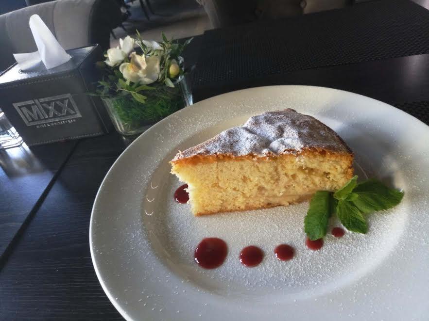 Домашний яблочный пирог в кафе «Wine & whiskey bar Mixx» бесплатно (0 руб.)