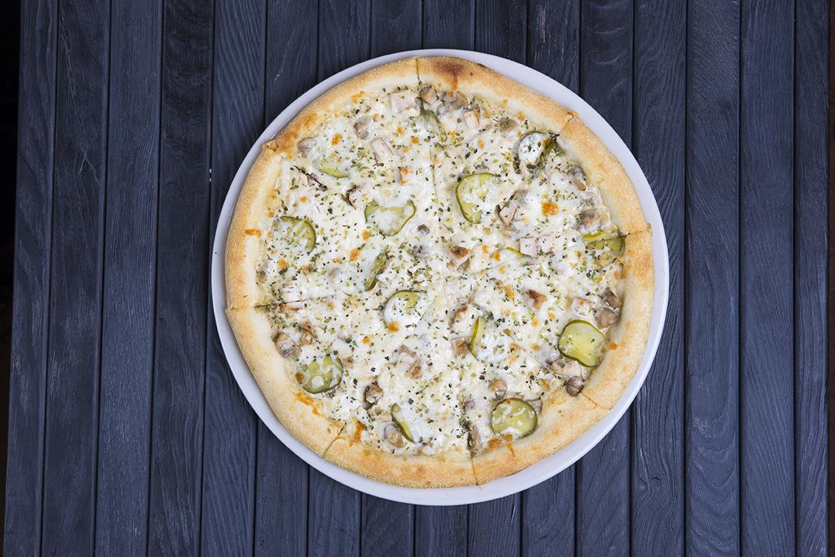 """Мега-пицца в кафе """"GARAGE"""" от 6,95 руб/до 1160 г"""