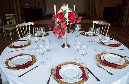 Аренда декора, цветного банкетного текстиля и сервировочной посуды от 1 руб.