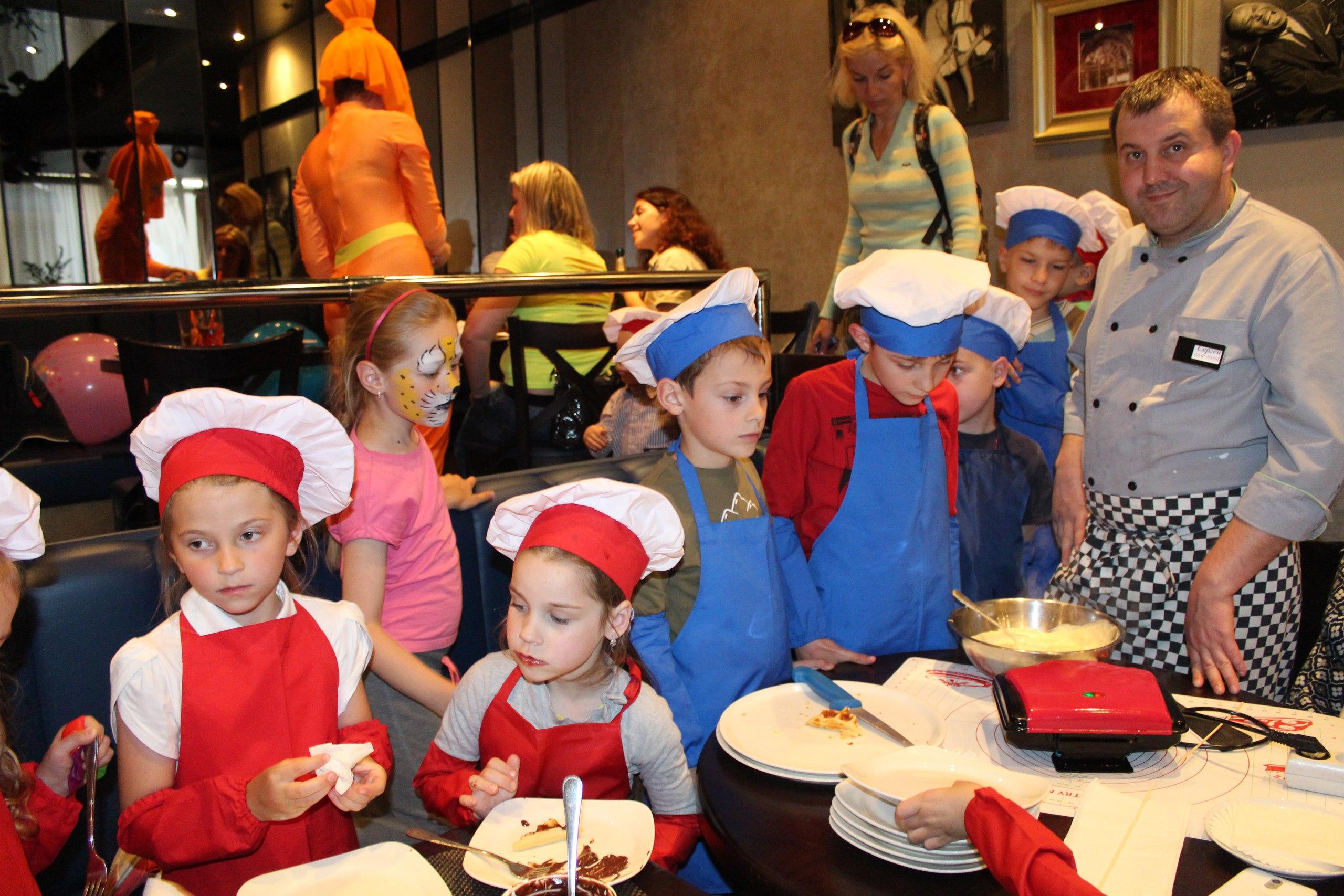 """1 мая и по воскресеньям! Детский кулинарный мастер-класс с красочной анимацией за 15 руб. в """"Lilou Cafe"""""""