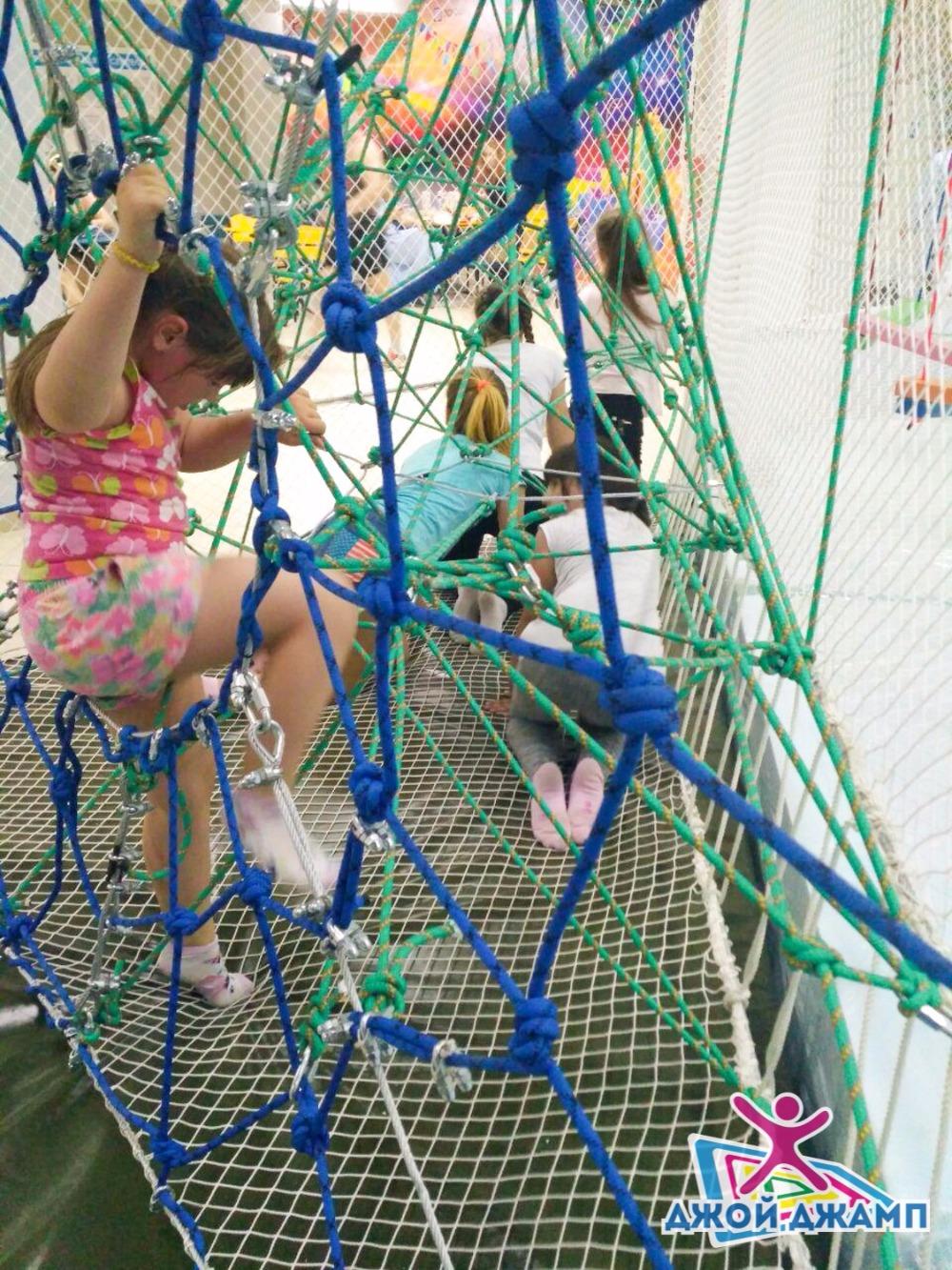 """Крытый веревочный парк со скалодромом """"Ниндзя парк"""" от 4 руб/час в мире """"Джой Джамп"""""""
