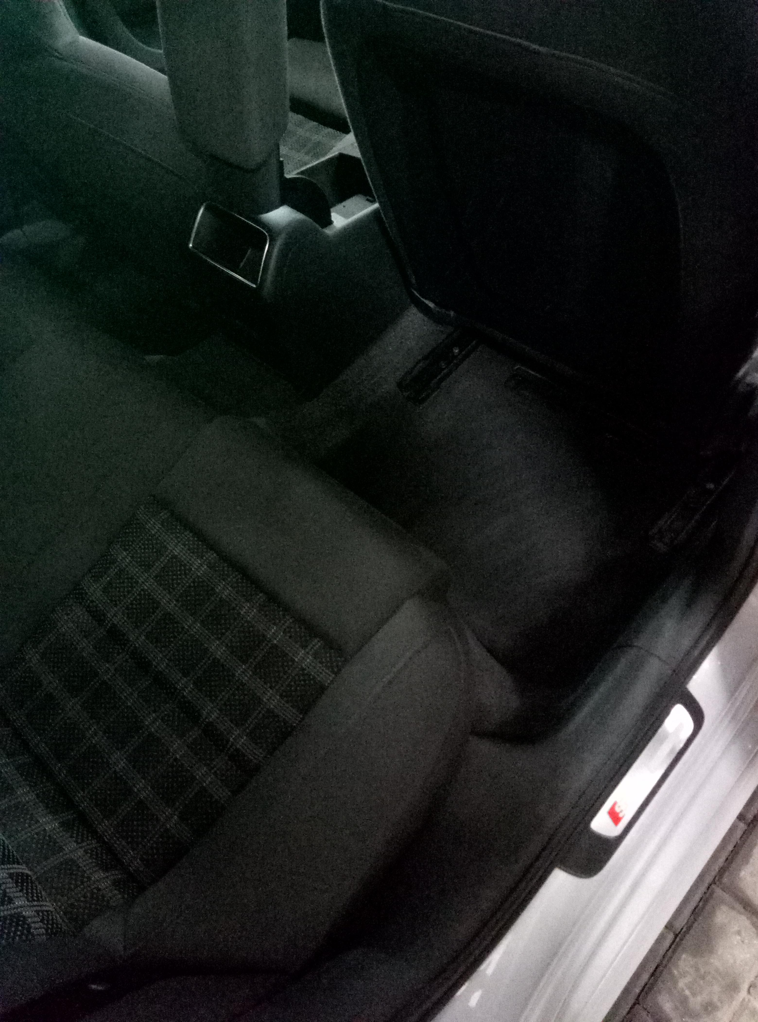 Полировка кузова и фар, химчистка салона от 9 руб.