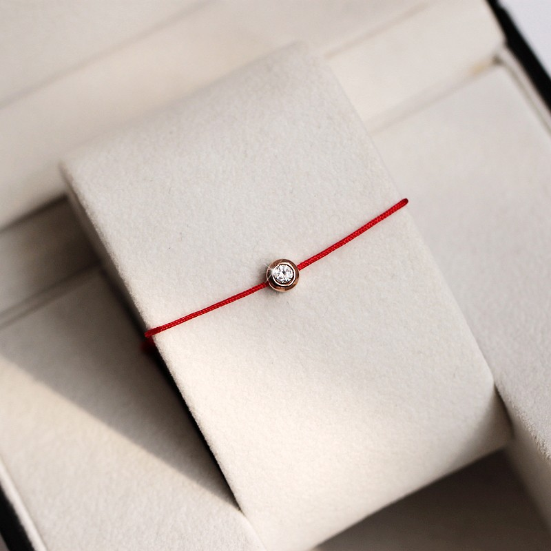 """Комплекты бижутерии, красная нить с кристаллами """"Swarovski"""" от 15 руб. в """"Jewellery Room"""""""