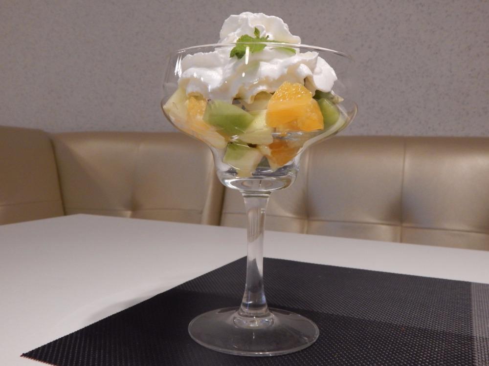 """Кофе + тирамису/фруктовый десерт, тарелка к пенному от 3,35 руб. в кафе """"Локация"""""""