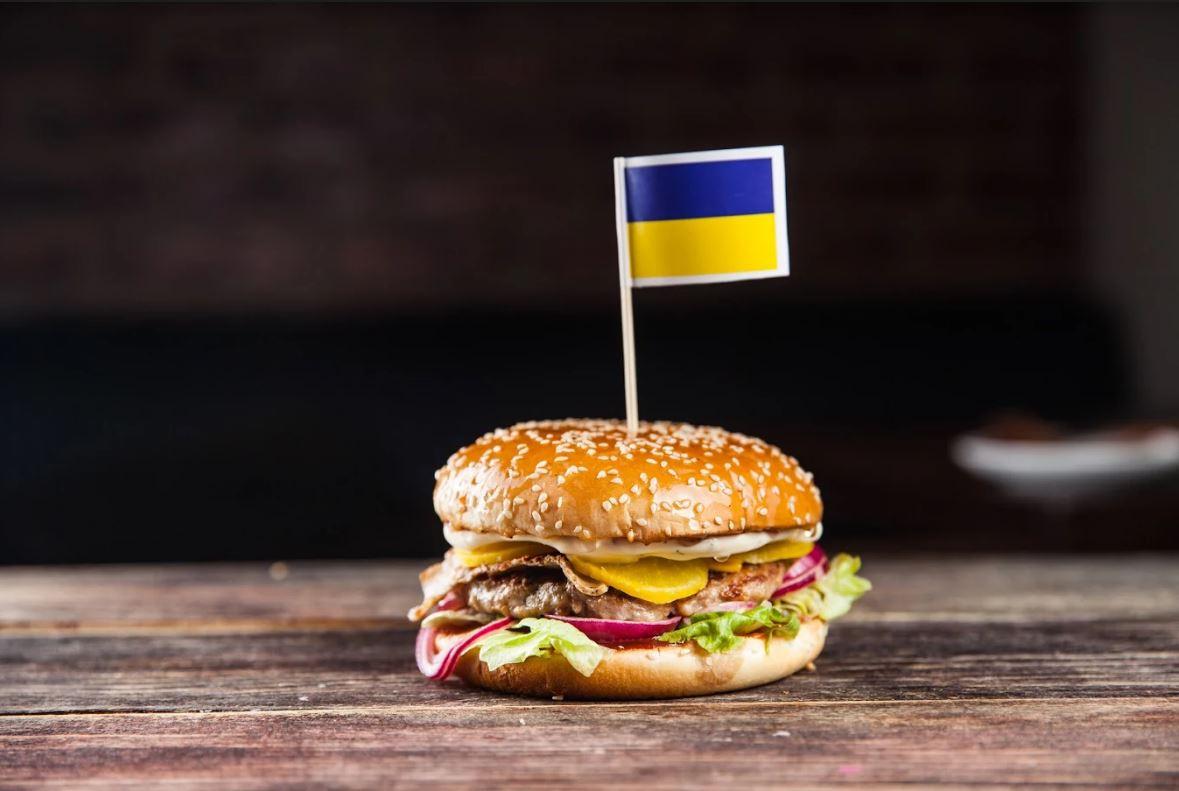 """Бургеры и чиабатты, сэндвичи всего от 4 руб. в баре """"Патриот"""""""