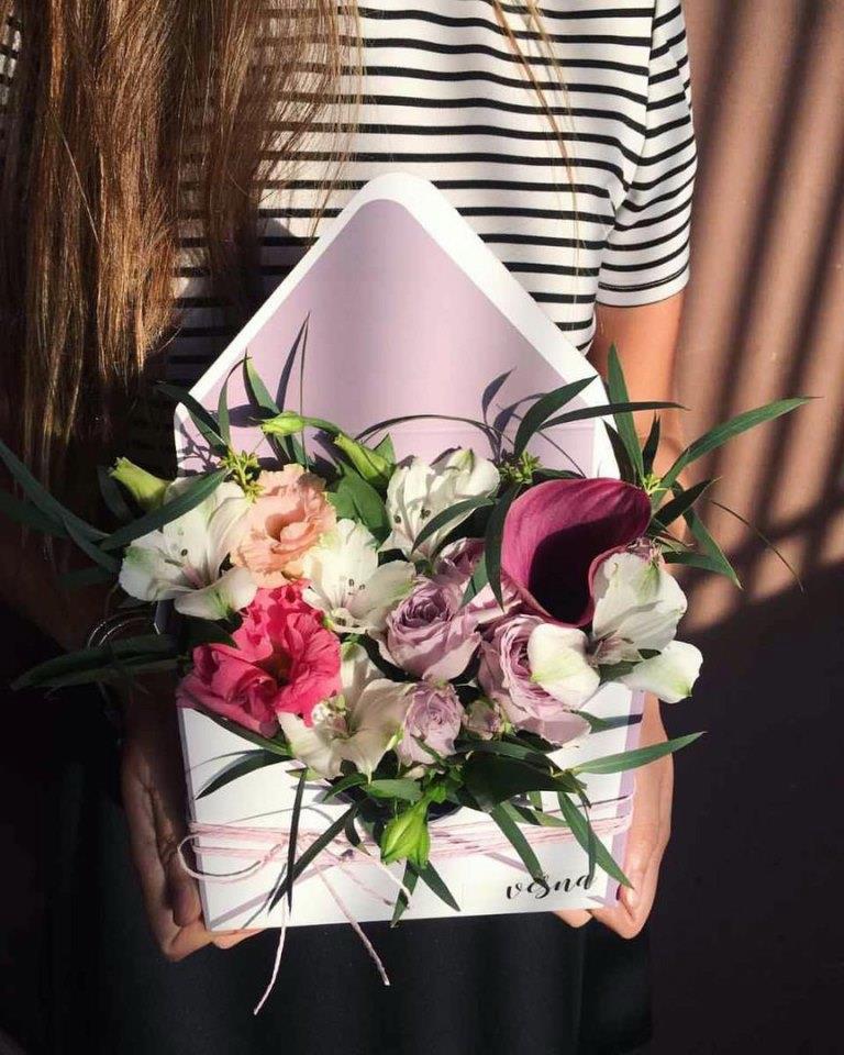 Цветы, розы в коробке, свадебные букеты от 1,20 руб/шт