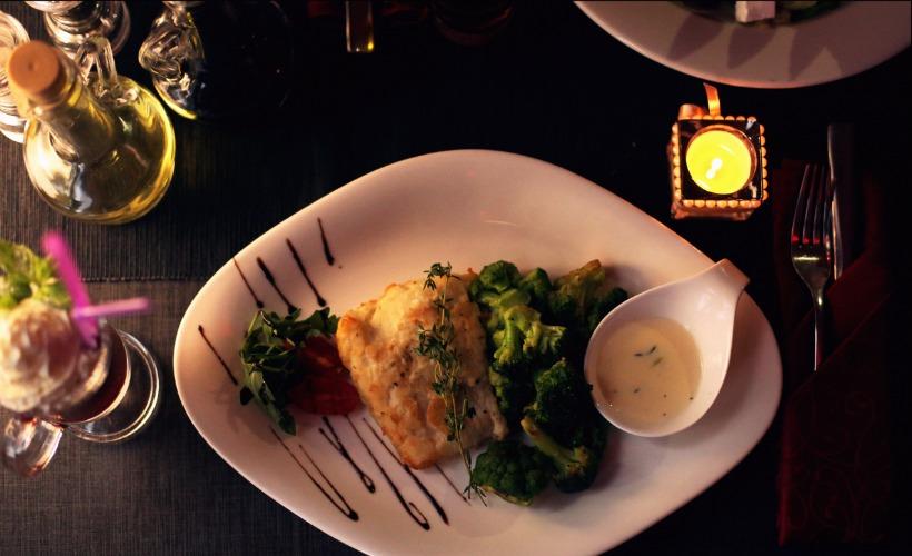 """Эксклюзивный ужин для двоих в кафе """"CUBE (Куб)"""" за 40 руб."""