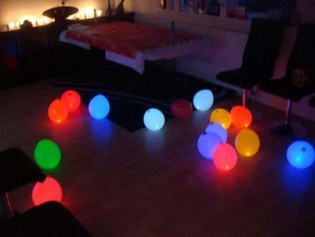 Свеча-фонтан, небесные фонарики, хлопушки, светящиеся воздушные шарики от 1,5 руб/шт.