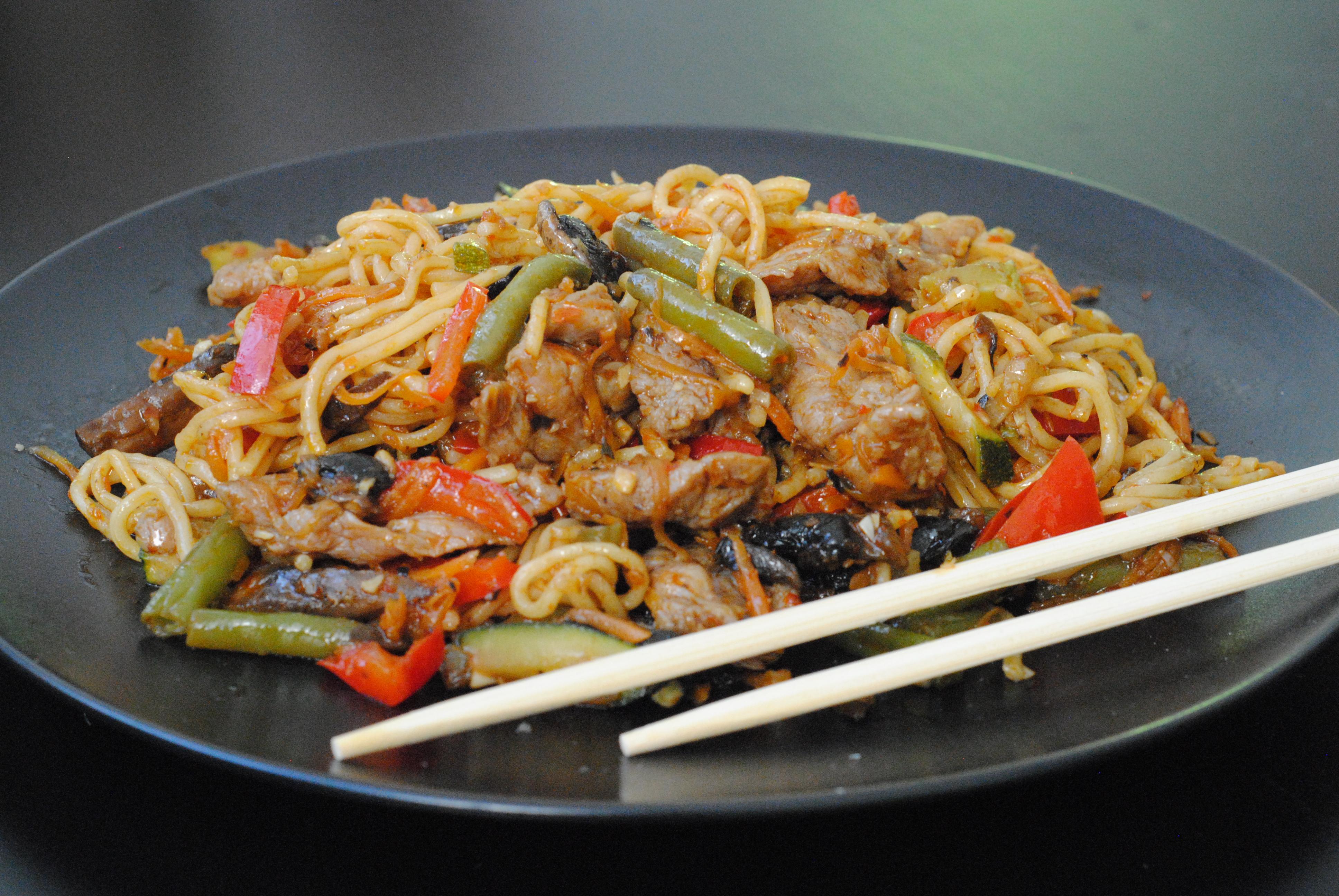 """Аппетитная лапша WOK от """"СушиСуши"""" от 4,95 руб."""
