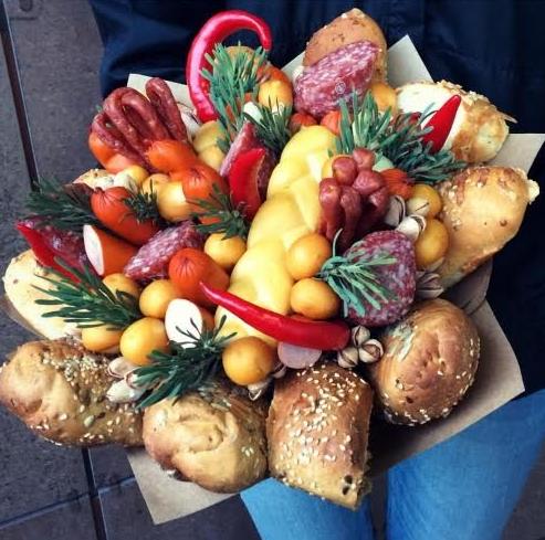 Подарочные композиции из цветов, свадебные букеты, наборы, букет из колбас от 15 руб.