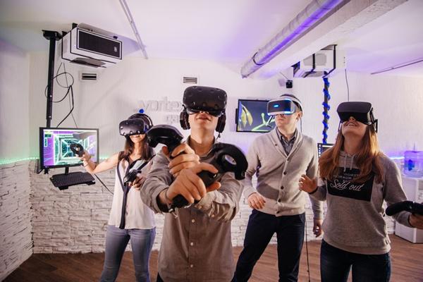 Виртуальная реальность с PS VR и HTC VIVE всего от 2 руб. + 10 мин. в подарок!