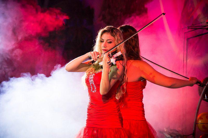 """24 марта последнее романтическое ночное шоу в дельфинарии """"Немо"""" за 14 руб."""