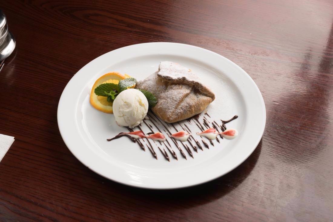 """Ужин для двоих в кафе """"Грюнвальд"""" всего за 40 руб."""