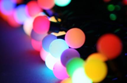 LED гирлянды и дожди на окна, светодиодные фигурки, интерьерные елочки, бенгальские огни от 0,50 руб.
