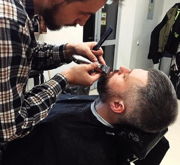 """Мужская и детская стрижка, укладка, стрижка бороды и усов в барбершопе """"Black Barrel"""" от 15 руб."""