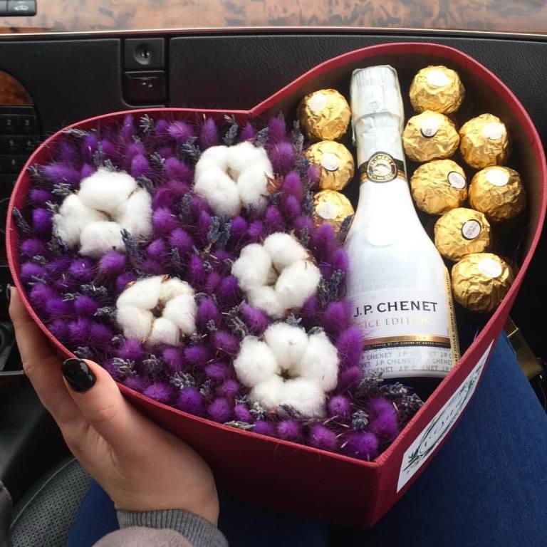 Цветы, тюльпаны, розы, свадебные букеты от 0,90 руб/шт.