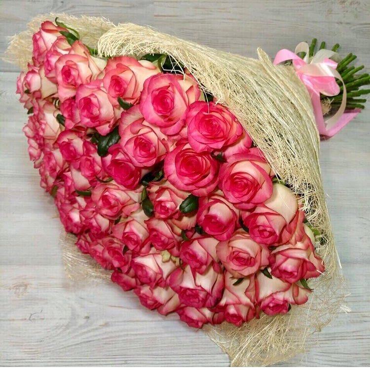 Свежие розы, ромашки, пионы по доступным ценам от 1,30 руб/шт с доставкой в Минске