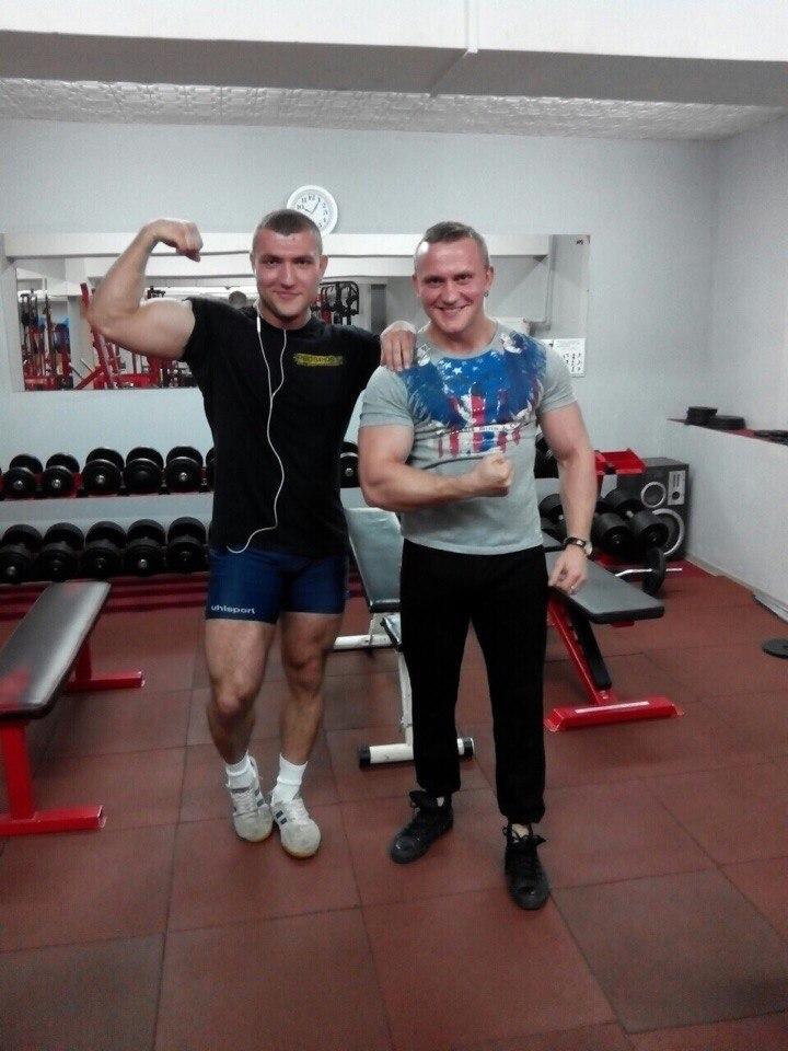 Бесплатная пробная тренировка с персональным тренером (0 руб), тренировки от 10 руб, абонементы от 80 руб.