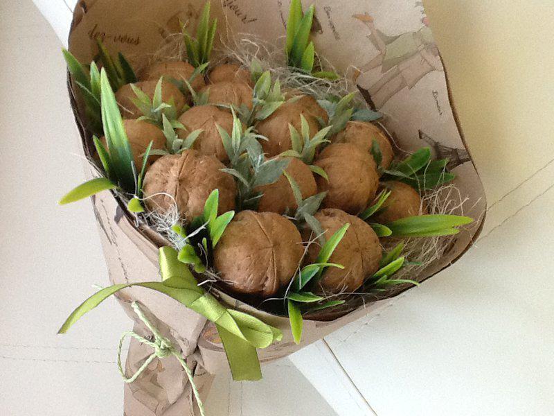 Фруктовые, цветочные, вкусные букеты, корзины, мужские букеты, подарочные коробочки от 5 руб.