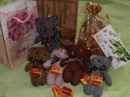 """Наборы подарков со  жвачкой """"Love is..."""" и жвачки от 0,20 руб."""