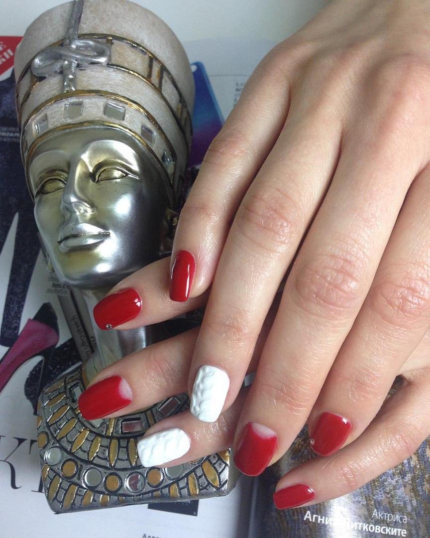 """Маникюр, педикюр, долговременное покрытие, укрепление ногтей от 5 руб. в центре красоты """"Нефертити"""""""