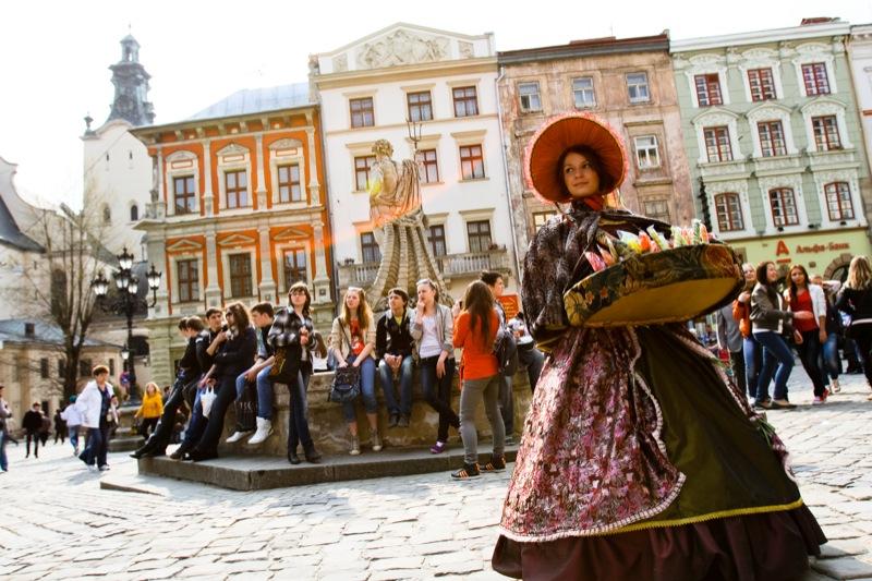 Туры во Львов от 90 руб 4 и 5 дней, проезд от 80 руб. в обе стороны. Новые автобусы с розетками!