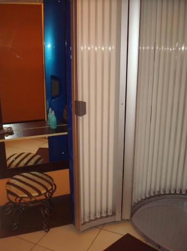 """Вертикальный солярий """"Luxura V5"""" от 0,47 руб/мин. + стикини с шапочкой бесплатно в студии """"ПерсонаСити"""""""
