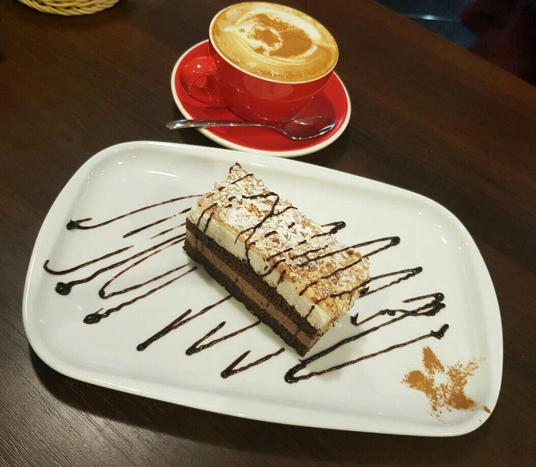 """Капучино + пирожное на выбор за 3,65 руб. в кофейне """"Десертик"""""""