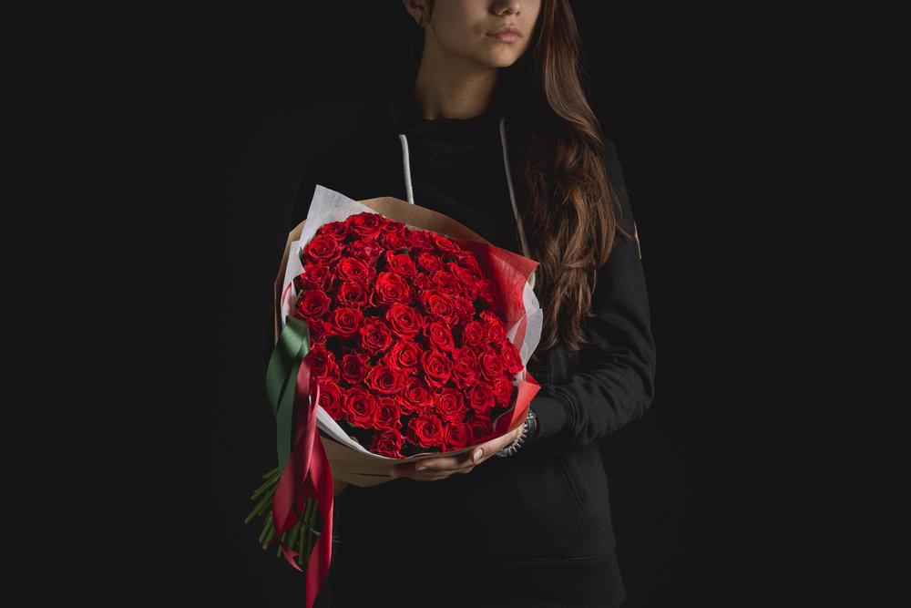 """Букеты из роз к выпускным, линейкам и свадьбам от 35 руб., воздушные шары от 0,50 руб/шт в магазине """"Сланечнiк"""""""