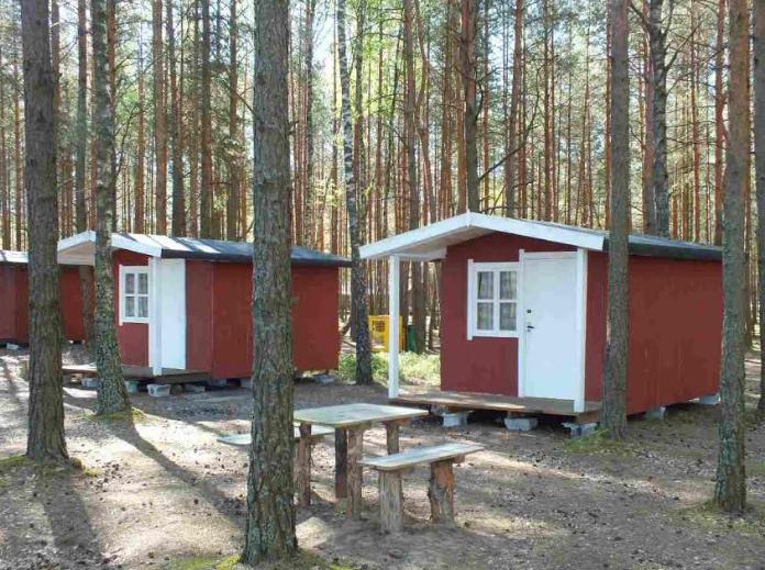 """Отдых в кемпинге """"Клевое место"""": аренда четырехместного домика от 17,50 руб"""