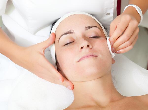 Чистка лица, неинвазивная карбокситерапия, массаж лица и тела, уходы за лицом всего от 15 руб.