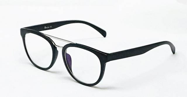 Готовые очки, изготовление по рецепту, солнцезащитные очки, аксессуары всего от 9,80 руб.