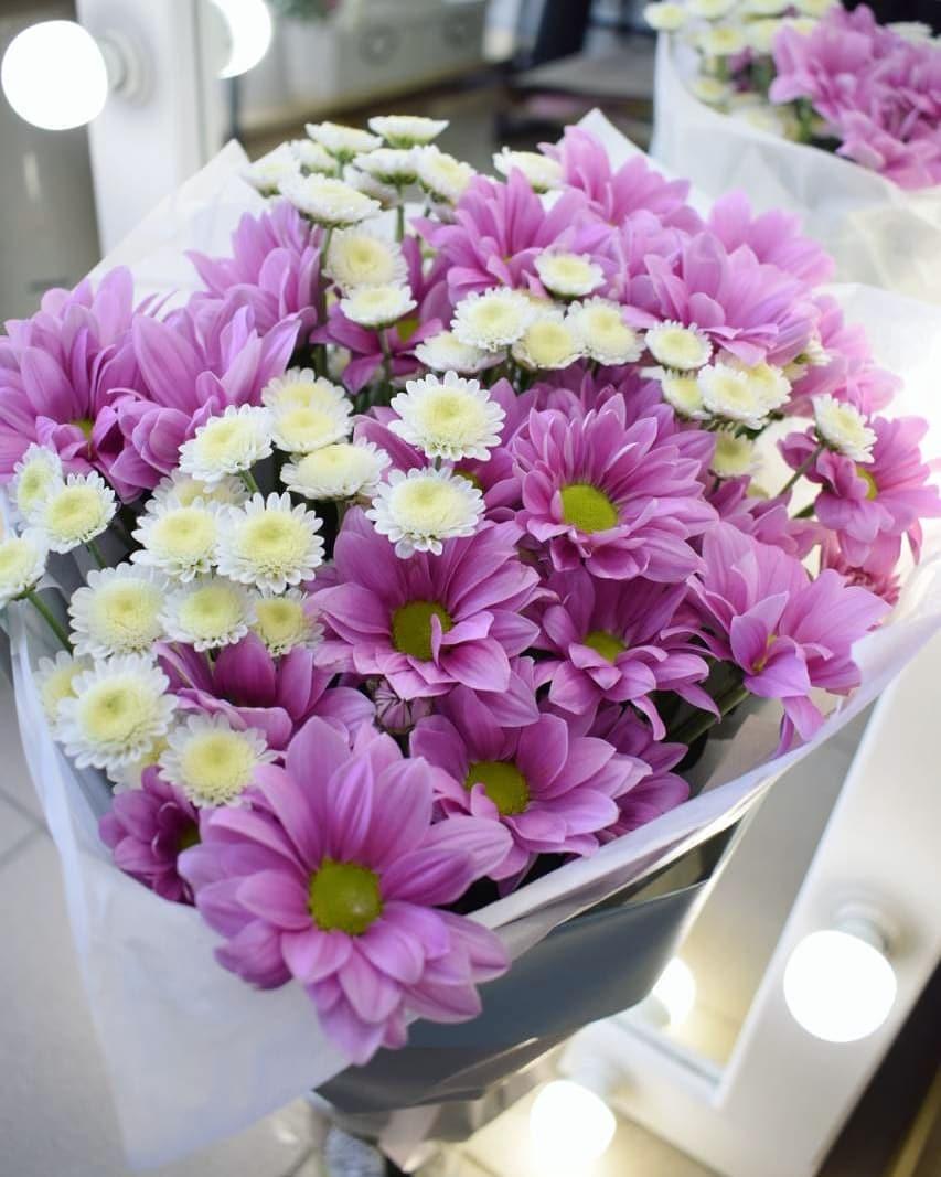 Свадебные букеты, дизайнерские цветочные композиции от 10 руб. из роз, хризантем, ромашек и других цветов