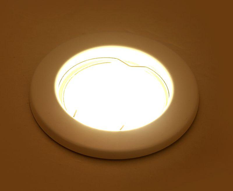 Скидка до 30% на натяжные и двухуровневые потолки + светильники в подарок!