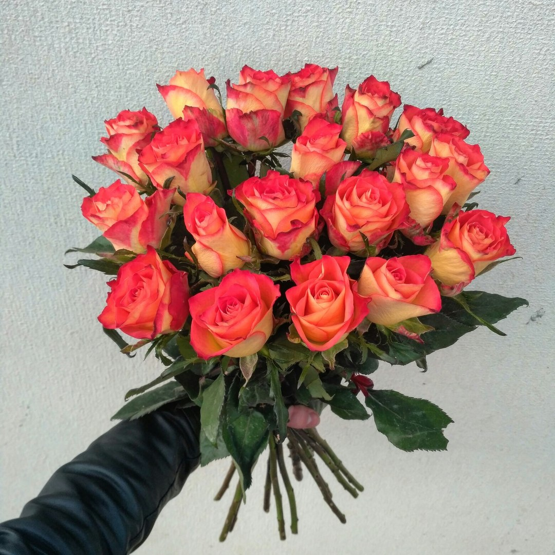 """Свежие розы, цветы, букеты от 0,80 руб/шт. в магазине цветов """"БукетОн"""""""