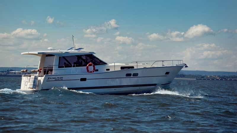 """Аренда яхт и катеров в """"Robinson Club"""" всего от 50 руб."""