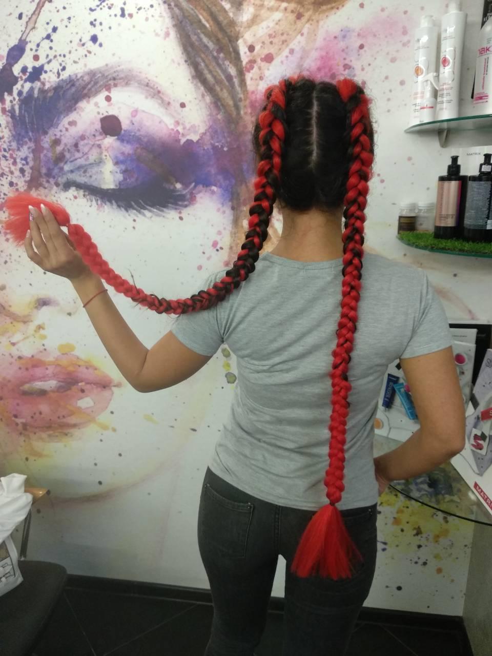 Цветные косы с канекалоном, женская стрижка от 19 руб.