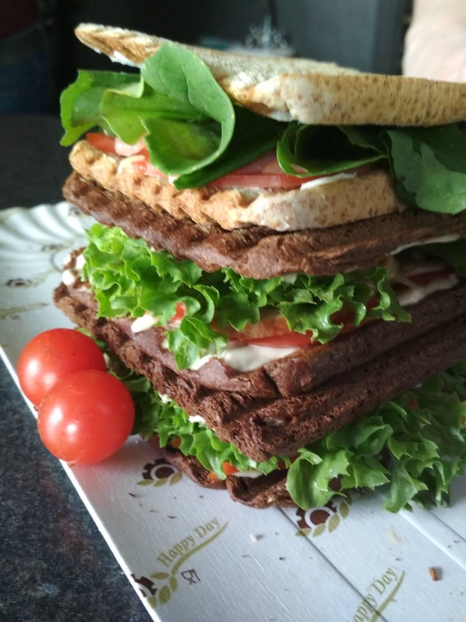 """Паста, бургер, сэндвичи, выпечка, торты и десерты в кофейне """"Бери Ешь"""" всего от 0,50 руб."""