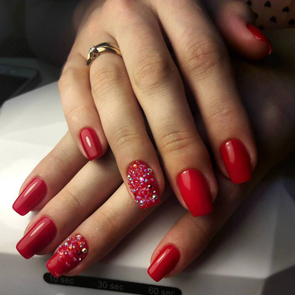 Маникюр/педикюр, долговременное покрытие, наращивание ногтей от 9 руб.