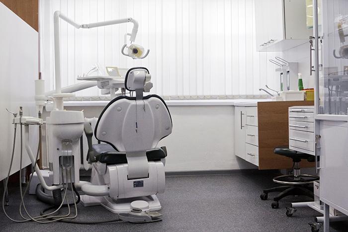 УЗ-чистка зубов Air Flow, отбеливание, лечение кариеса от 30 руб. + бесплатная консультация врача стоматолога-терапевта