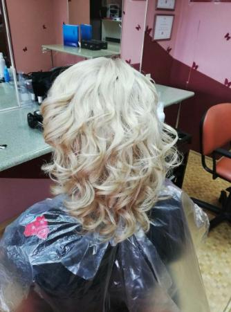 """Стрижки, окрашивание, бразильское разглаживание волос от 5 руб. в парикмахерской """"Креатив-студио"""""""